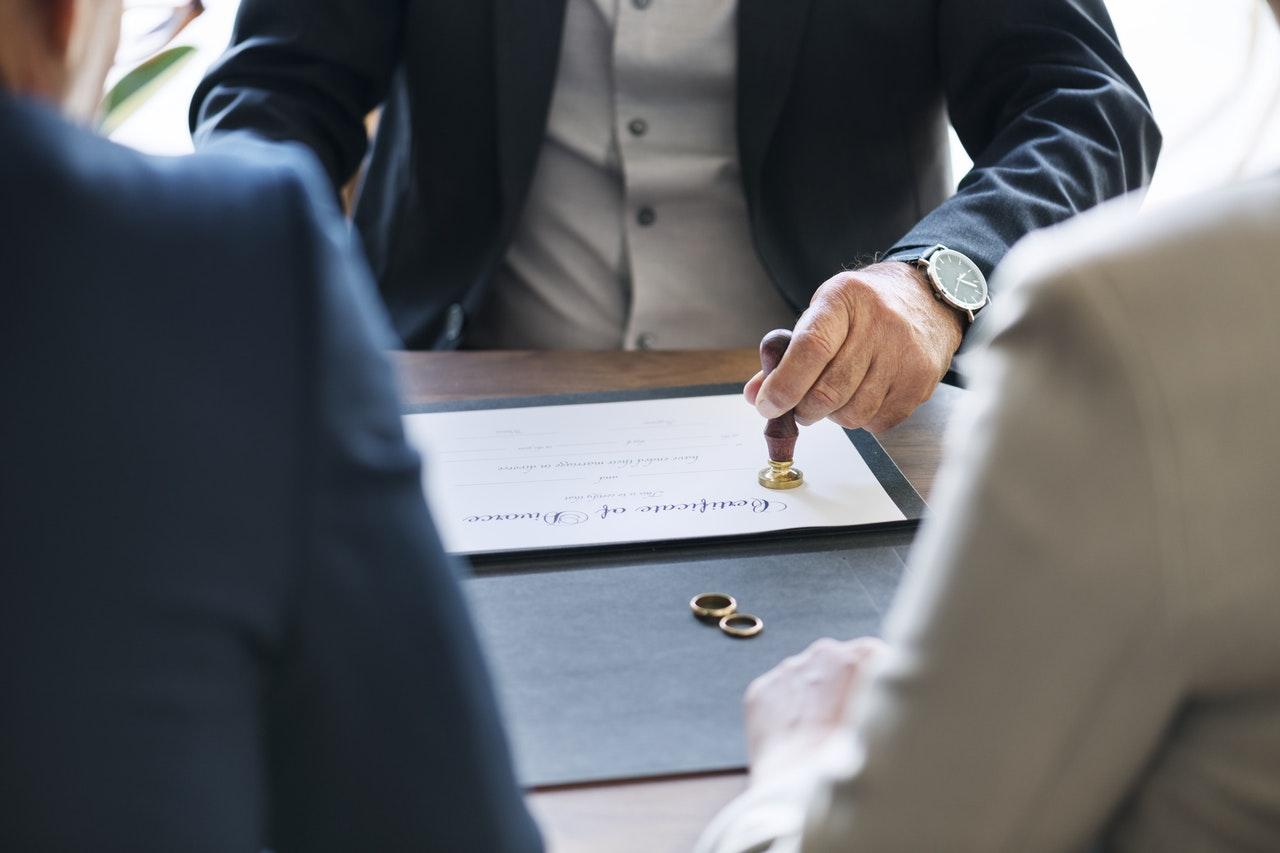 Az ideális hitel és a hozzákapcsolódó szerződések